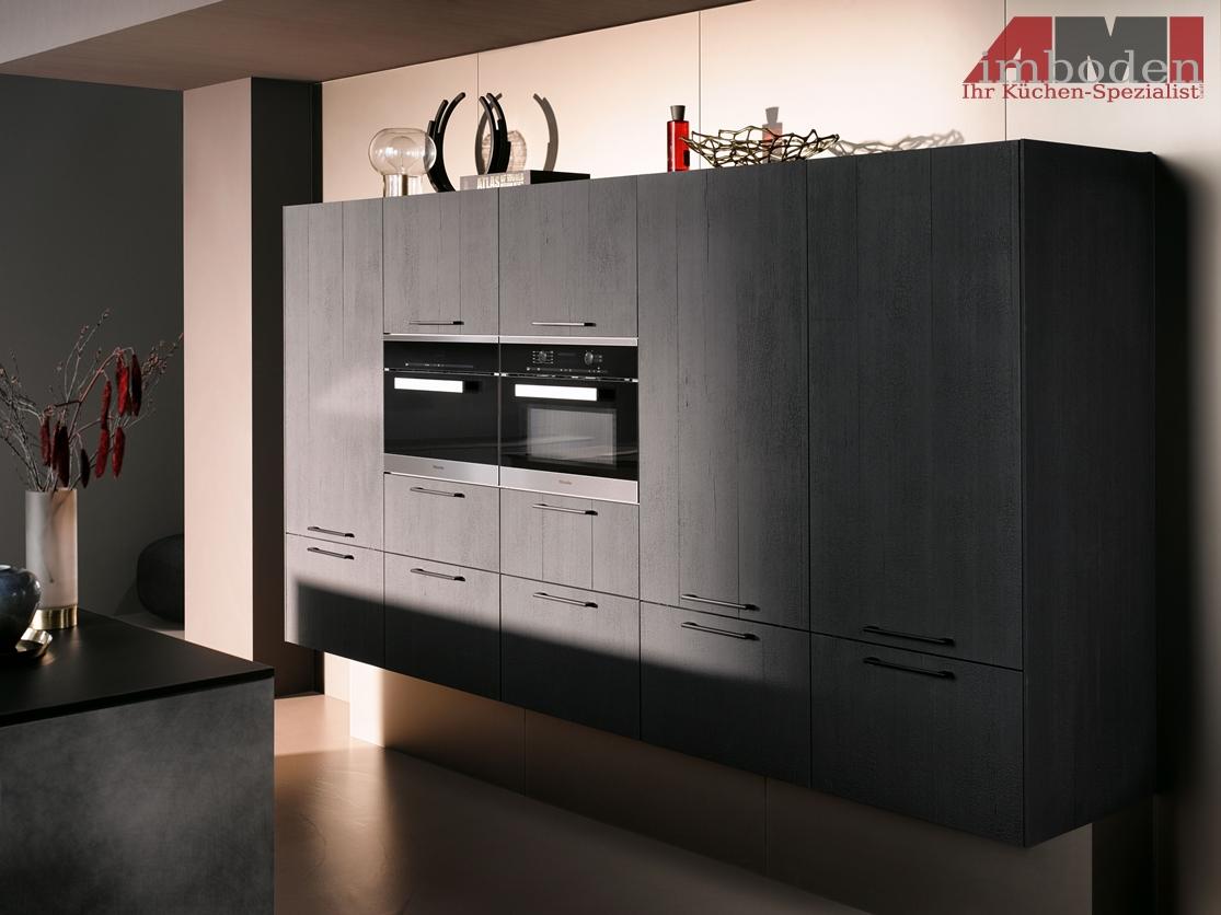 AMI-Kuechen_AV6084_Vulkaneiche_AV7070_Industriestahl_D3.jpg